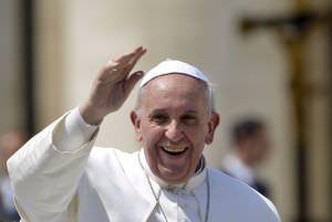 ©PHOTOPQR/L'EST REPUBLICAIN ; RELIGION - EGLISE CATHOLIQUE - CHRETIEN - PAPE - SAINTETE - FRANCOIS - BERGOGLIO - SAINT SIEGE - VATICAN. CitŽ du Vatican, Place Saint Pierre, 21 avril 2013. Le Pape argentin Franois (de son vrai nom Jorge Mario BERGOGLIO), ‰gŽ de 76 ans, dans sa papamobile fait le tour des fidles rassemblŽs sur la Place Saint Pierre aprs son audience gŽnŽrale hebdomadaire. PHOTO Alexandre MARCHI.